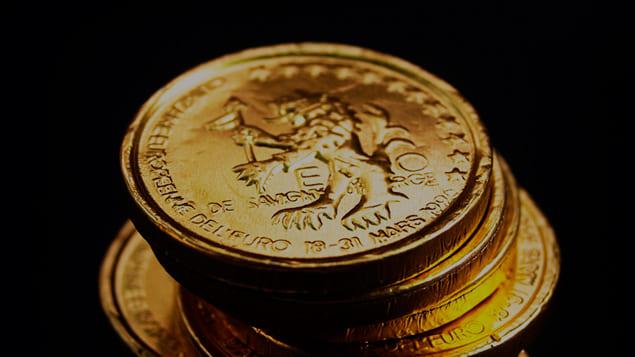 Золотые монеты и значки